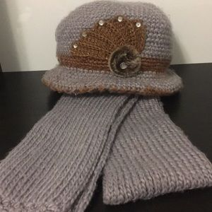 Accessories - Grey hat and scarf